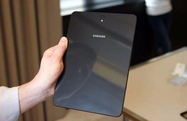 Spatele de sticla a tabletei Samsung S3