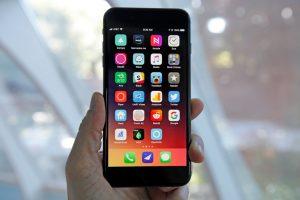 Lansarea noului model iPhone SE 2 posibil anulata